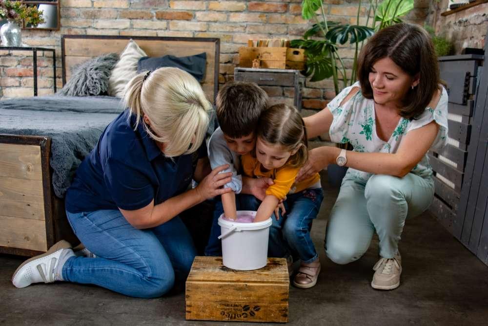 Kézlenyomat készítés folyamata gyerekeknek lenyomatvétel.